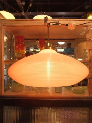 1970'sオレンジ樹脂ペンダントライト 写真1枚目 アンティーク照明 ビンテージ ランプ 福岡