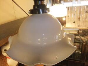 ミルクチューリップペンダント 2枚目の写真 アンティーク照明 ランプ 福岡
