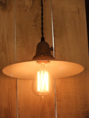 1910'sミルクガラスペンダントライト 写真1枚目 アンティーク照明 ビンテージ ランプ