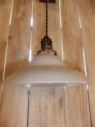ミルクガラスペンダントライト 写真3枚目 アンティーク照明 ビンテージ ランプ