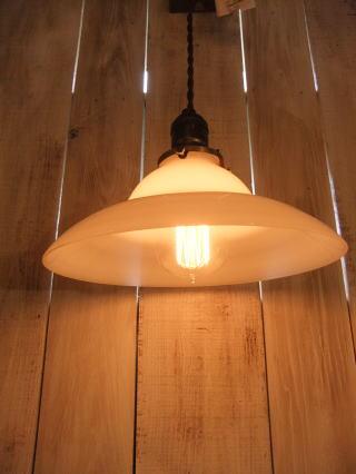 ミルクガラスペンダントライト 写真1枚目 アンティーク照明 ビンテージ ランプ