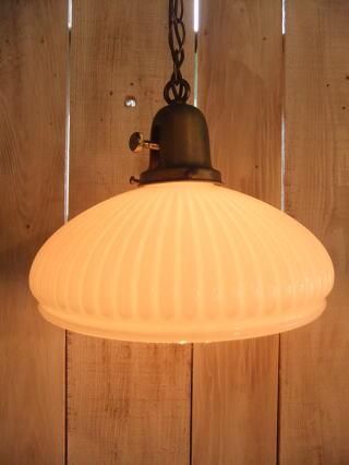 1940'sミルクガラスチェーンペンダントライト 写真1枚目 アンティーク照明 ビンテージ ランプ 福岡
