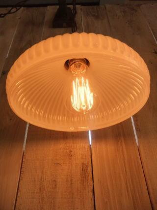 1940'sミルクガラスチェーンペンダントライト 写真2枚目 アンティーク照明 ビンテージ ランプ