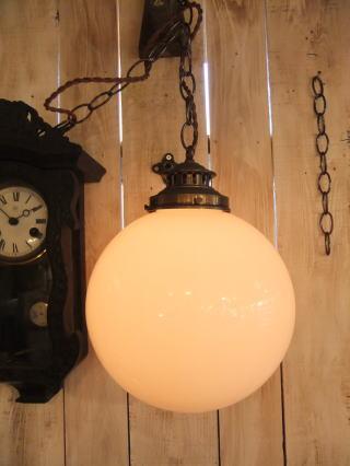 ミルクボールペンダントライト 1枚目の写真 アンティーク照明 ランプ 福岡