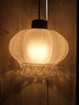 ロマンチック擦りガラスペンダントライト 1枚目の写真 アンティーク照明 ランプ 福岡