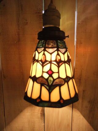 アンティークトレモロのステンドグラスペンダントライトです アンティーク照明