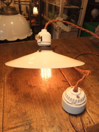 米国製1900sアンティーク照明 ビンテージペンダントライト ミルクシェード シーリング ランプ 福岡 写真1枚目