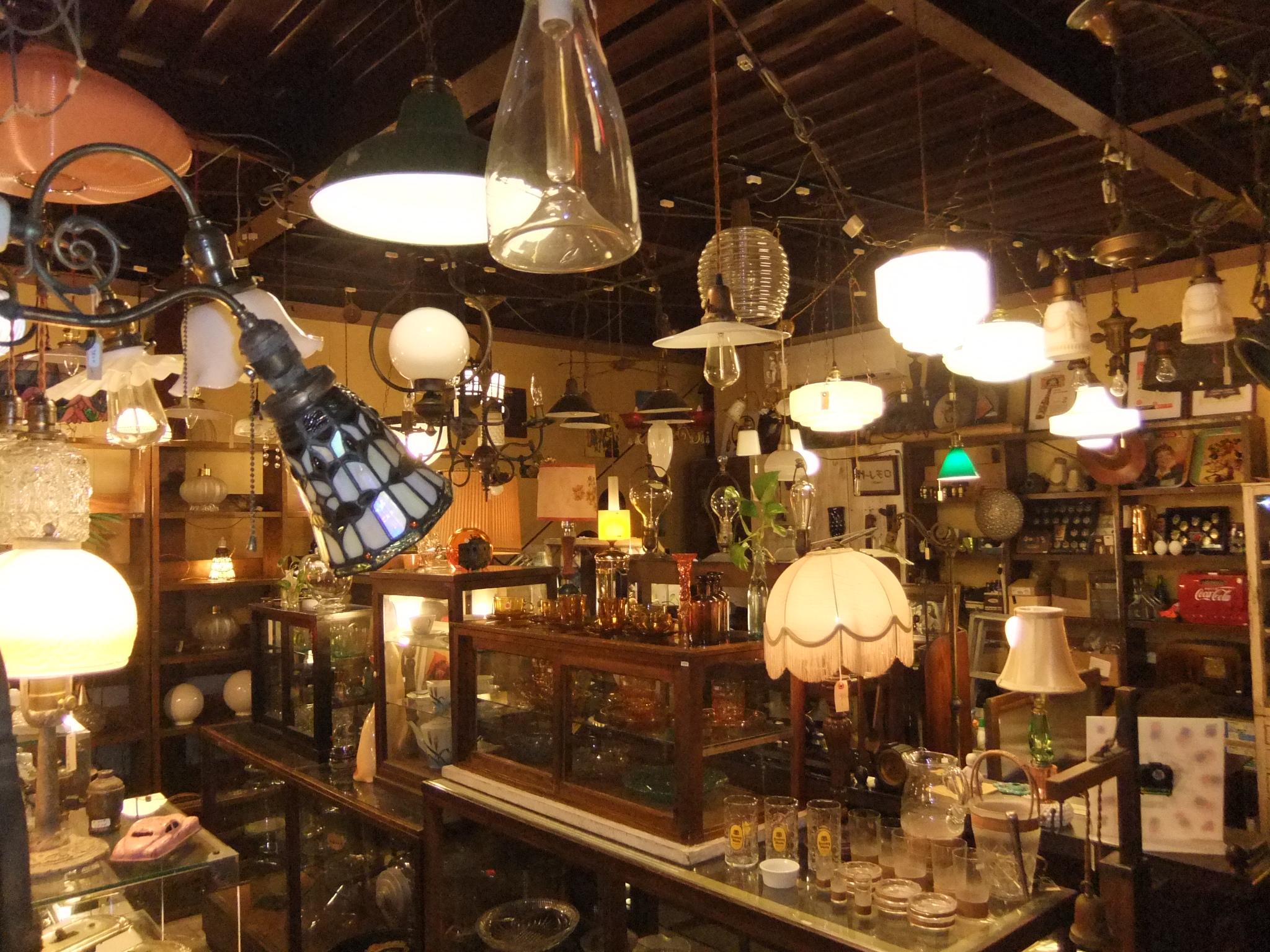 アンティーク照明はトレモロへ 店内写真