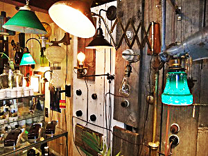 アンティークなウオールライトや玄関灯の写真
